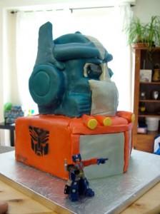 optimus-prime-cake