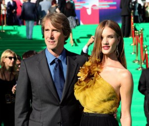 Michael-Bay-and-Rosie-Huntington-Whiteley-in-Moscow