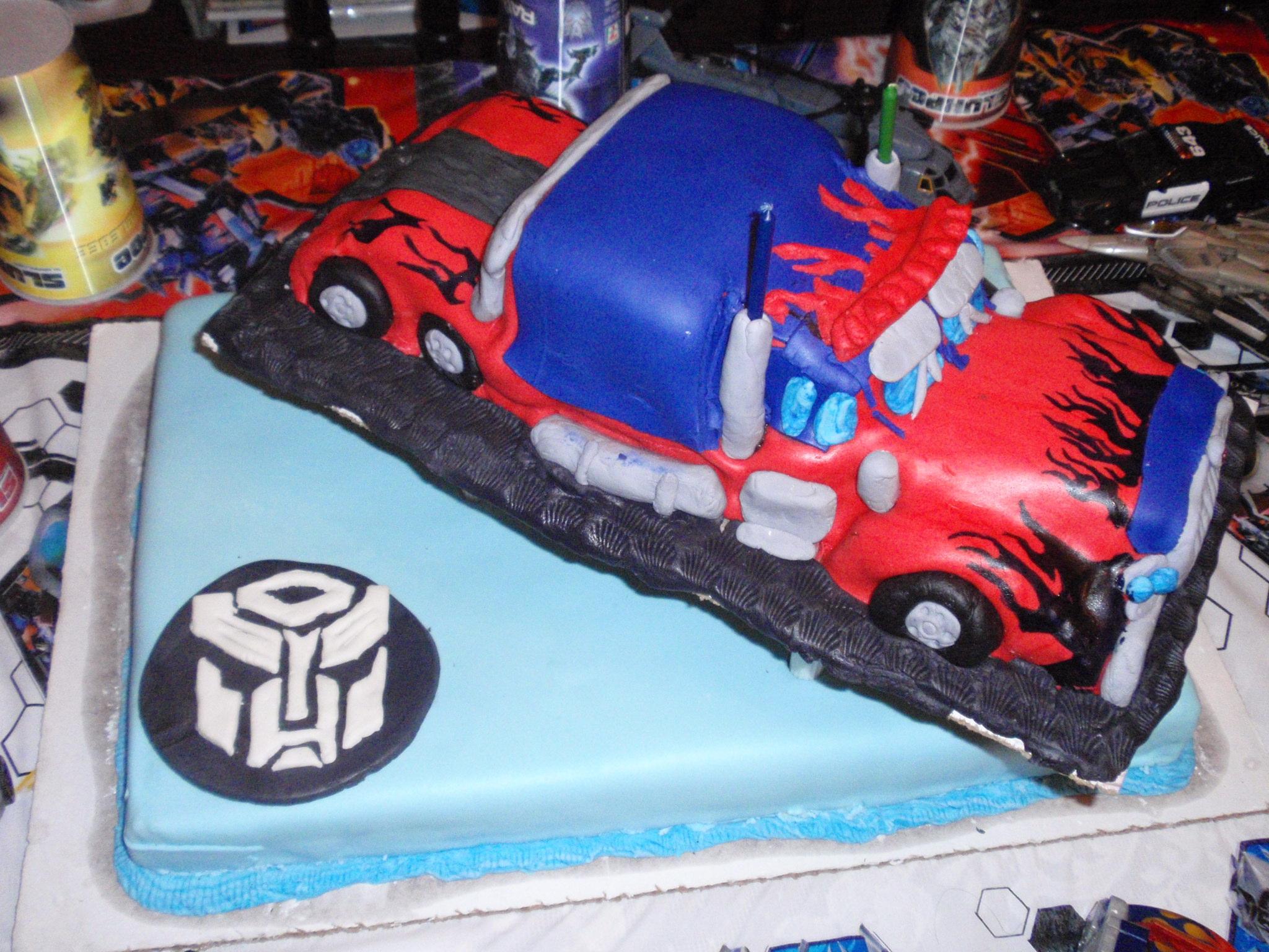 Admirable Transformers Birthday Cakes Thetransformers Net Funny Birthday Cards Online Inifofree Goldxyz